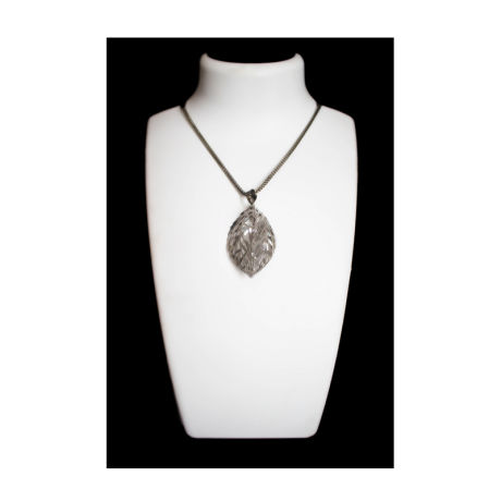 Womens Silver Fancy Fashion Necklace With Leaves Shaped Pendant